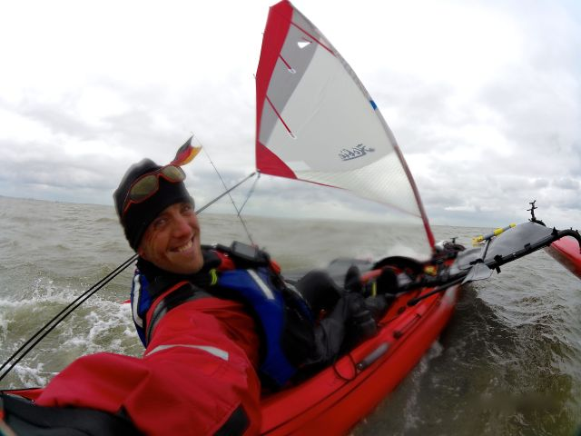 Sjov på Vadehavet, kraftig vind, bølger og medstrøm, Op mod 20 km. i timen. :-) / Having fun in high winds, waves and strong current, top speed around 20 km.