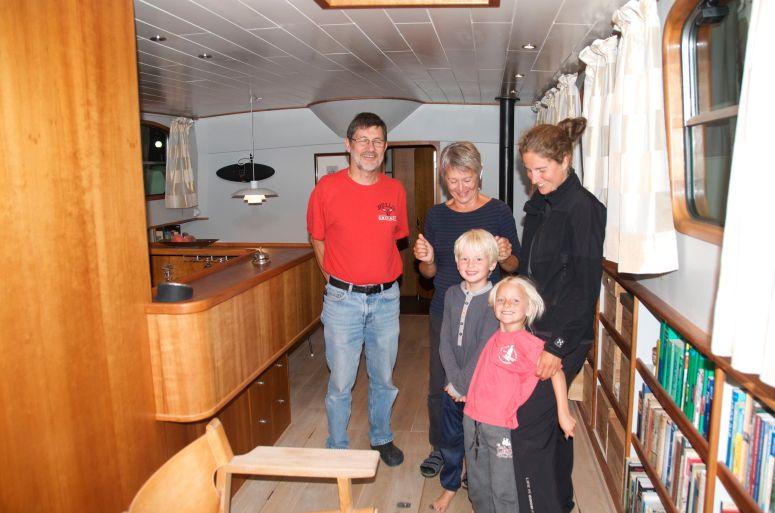 We saw the hole boat, and the kids loved it, many secret heading spots / Vi så hele båden og børnene elskede set, der var mange hemmelige rum.